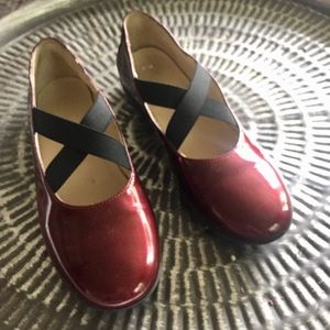 Naturino candy apple red patent leather flats Sz 4